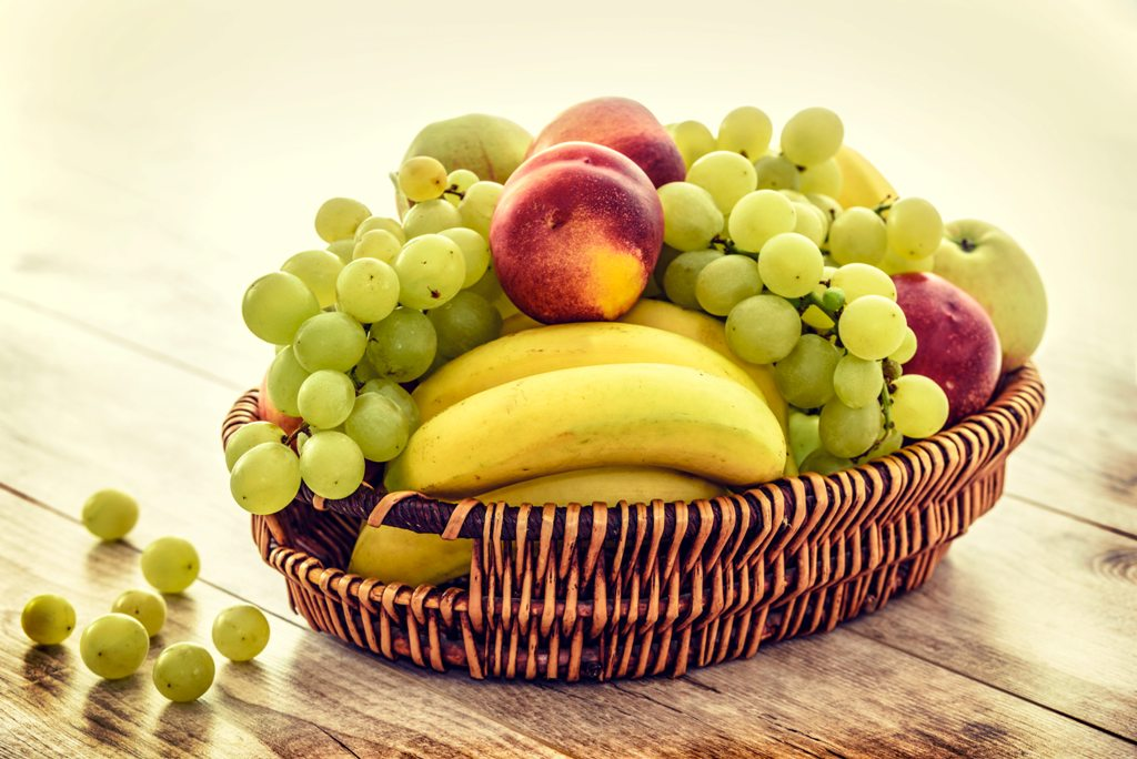 apples-bananas-basket-235294.jpg