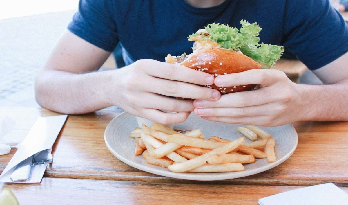 Reasons why you can't stop yourself fromm overeating