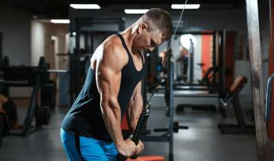 This Superset Fires Up Your Triceps And Core At The Same Time