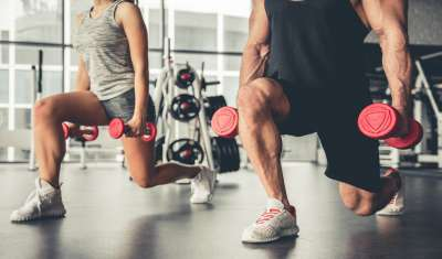 Chisel your abs with lunges
