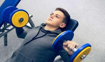 Kids lighting weights in gym